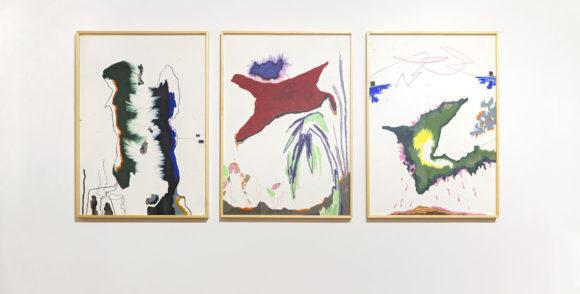 Desenhos coloridos em papel da Ana Cláudia Almeida